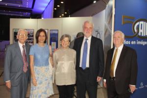 Alberto Arteaga, Sary Levy, Teresa Albánez, Laszlo Beke y pastor Samuel Olson