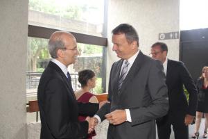 Saúl Levine y Didier Chassot, jefe de misión de la embajada de Suiza