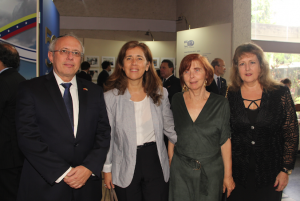 Elías Farache, presidente de la CAIV; Isabel Brilhante Pedrosa, jefa de delegación de la Unión Europea, Jacqueline Flugelman y Rebeca Wacher de Cohén