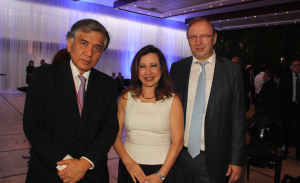Kenji Okada, embajador de Japón; Sandra Noriega de Kugler, embajadora de Guatemala, señor Kugler
